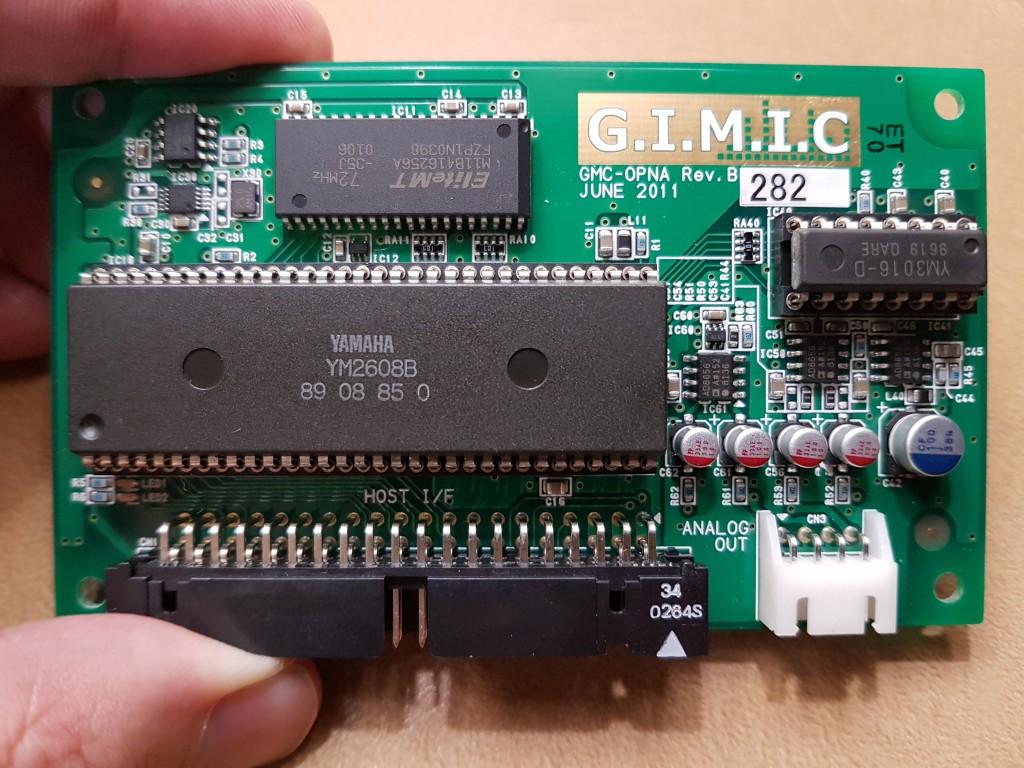 La carte fille dédiée aux PC-88/98 avec une puce OPNA